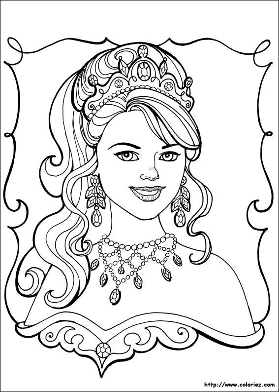 La princesse n est elle pas magnifique avec sa parure de diamants