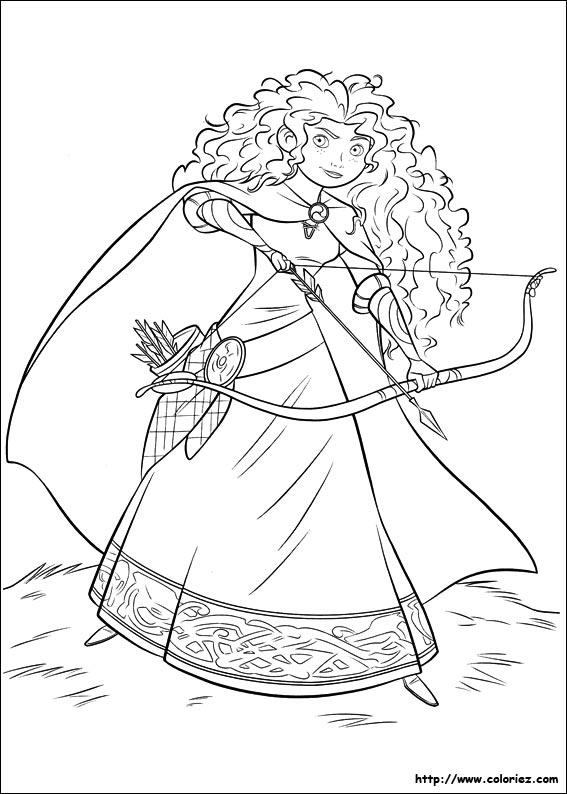 Princesse nommée mérida est une véritable experte en tir à l arc
